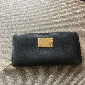 MICHAEL KORS WALLET /gold zipper